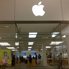 Photo taken at Apple Store, Mall of America by @VegasBiLL on 9/5/2012