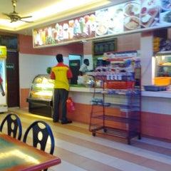 Photo taken at Restoran Mirasaa by Ross A. on 6/24/2012