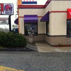 Photo taken at KFC by Huna T. on 5/4/2012