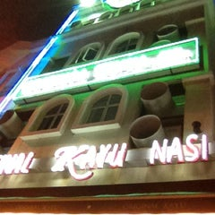 Photo taken at Original Kayu Nasi Kandar Restaurant by Kamarul Hasrain H. on 4/10/2012