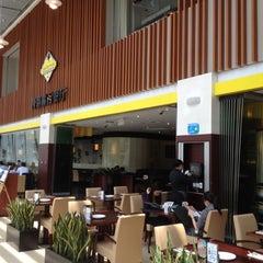 Photo taken at California Pizza Kitchen | 詞碧閣西餐厅 by Christophe B. on 5/11/2012
