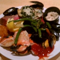 Photo taken at Epic Buffet at Hollywood Casino by Leo J. on 6/8/2012