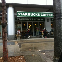 Photo taken at Starbucks by Oscar J. on 9/4/2012