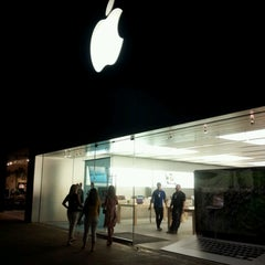 Photo taken at Apple Store, The Domain by Natalia O. on 8/30/2012