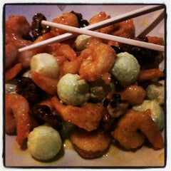 Photo taken at P.F. Chang's Asian Restaurant by Mary carmen D. on 9/8/2012