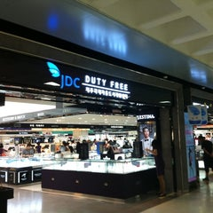 Photo taken at JDC Duty Free (JDC 면세점) by Kyungbae Y. on 7/2/2012