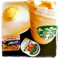 Photo taken at Starbucks (สตาร์บัคส์) by Aoffie C. on 9/13/2012