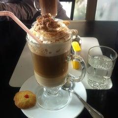 Photo taken at Cafe De La Avenida by Paulo O. on 7/23/2012
