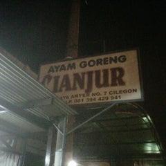 Photo taken at Ayam Goreng Cianjur by Nur H. on 7/18/2012