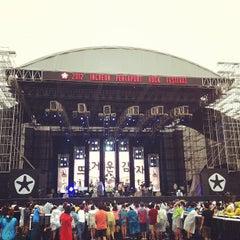 Photo taken at 2012 인천 펜타포트 락 페스티벌 (2012 Incheon Pentaport Rock Festival) by js c. on 8/12/2012