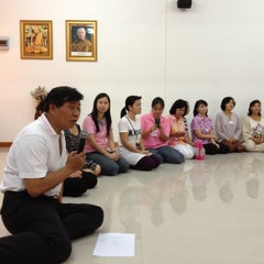 Photo taken at สถาบันพลังจิตตนุภาพ ๙ บ้านบรรณรุจิ by Nicky ร. on 4/8/2012