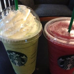 Photo taken at Starbucks (สตาร์บัคส์) by Chonthicha D. on 7/3/2012