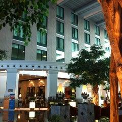 Photo taken at Novotel Suvarnabhumi Airport Hotel (โรงแรมโนโวเทล สุวรรณภูมิ) by 랏차따 r. on 4/30/2012