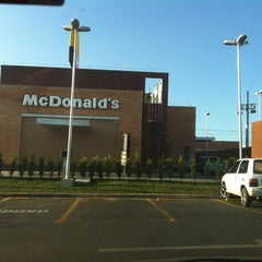 Photo taken at McDonald's by Marcello L. on 3/30/2012