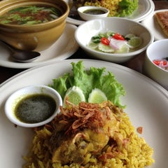 Photo taken at Mabuba Halal Food by ศิษฎี ศ. on 9/1/2012