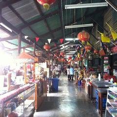 Photo taken at ตลาดคลองสวน 100 ปี (Klong Suan 100-Year-Old Market) by Anurak K. on 4/1/2012