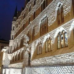 Photo taken at Casa Botines by Gato N. on 4/11/2012
