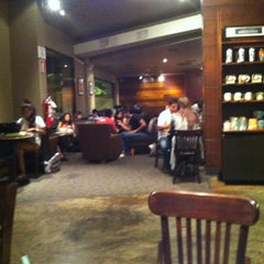 Photo taken at Starbucks Coffee by Ocho P. on 4/11/2012