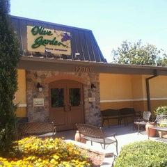 Photo taken at Olive Garden by Luis G. on 4/27/2012