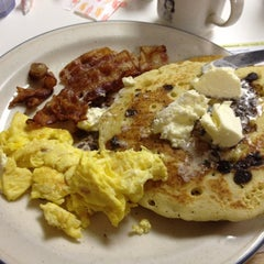 Photo taken at Uncle Bill's Pancake House by Jessica on 7/21/2012