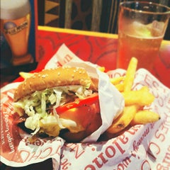 Photo taken at Red Robin Gourmet Burgers by Jon G. on 7/9/2012