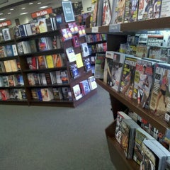 Photo taken at Barnes & Noble by Lola L. on 9/13/2012