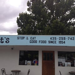 Photo taken at Milt's Stop & Eat by Gustavo A. on 8/22/2012