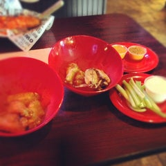 Photo taken at Buffalo Wings & Rings by Mario T. on 8/13/2012
