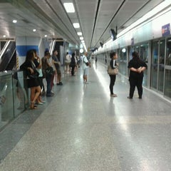 Photo taken at MRT สีลม (Si Lom) SIL by Pongsthorn R. on 6/16/2012