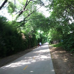 Photo taken at Katy Trail - Fitzhugh Access by koichi s. on 5/2/2012