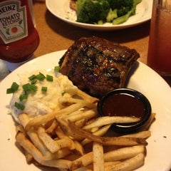 Photo taken at TGI Fridays by Ibis G. on 4/26/2012