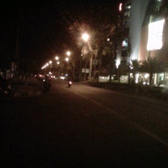 Photo taken at Jalan Kertajaya by teuku r. on 7/26/2012
