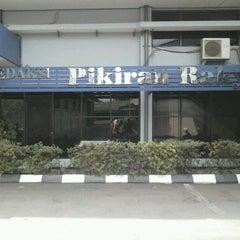 Photo taken at Redaksi Pikiran Rakyat by Khaerunnisa F. on 7/31/2012
