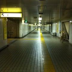 Photo taken at 二重橋前駅 (Nijubashimae Sta.) (C10) by mf on 6/10/2012