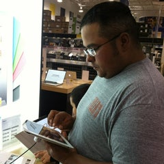 Photo taken at Best Buy by Leslie T. on 3/19/2012