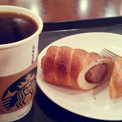 Photo taken at STARBUCKS COFFEE by Bokssam on 9/3/2012