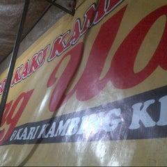 Photo taken at Sop Kaki Kambing Bang Udin by Sekarini A. on 8/6/2012