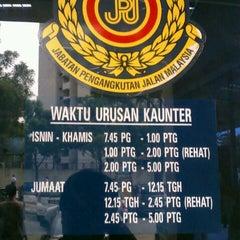 Photo taken at Jabatan Pengangkutan Jalan (JPJ) by Jay A. on 8/8/2012