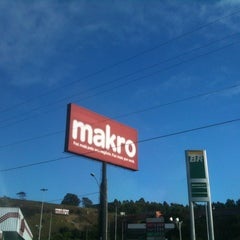 Photo taken at Makro by Doido M. on 8/21/2012