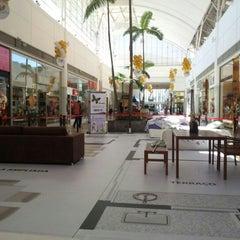 Photo taken at Shopping Tamboré by Rodrigo B. on 5/30/2012