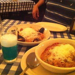 Photo taken at Italianni's by Salvador N. on 8/29/2012