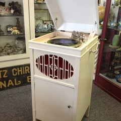 Photo taken at 4th Avenue Antique Mall by Carolyn on 4/14/2012