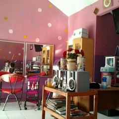 Photo taken at I'U Salon by Haryanto C. on 2/5/2012