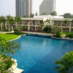 Photo taken at Sheraton Hua Hin Resort & Spa by JulienF on 2/8/2012