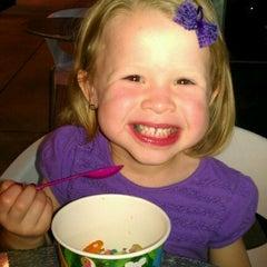 Photo taken at Menchies Frozen Yogurt by Adrienne P. on 3/19/2012