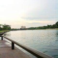 Photo taken at สวนนวมินทร์ภิรมย์ (บึงลำพังพวย) Nawaminphirom Park (Bueng Lam Phang Phuai) by iPrada i. on 3/10/2012