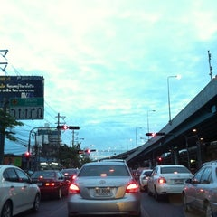 Photo taken at แยกสุทธิสาร (Sutthisan Intersection) by 👑Por🎀 T. on 6/27/2012