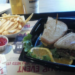Photo taken at The Habit Burger Grill by Jennifer U. on 9/1/2012