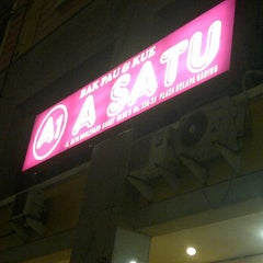 Photo taken at Bakpao A1 (A-Satu) by angeline d. on 2/5/2012