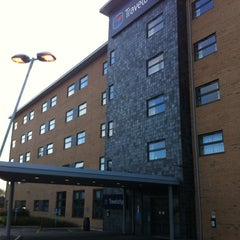 Photo taken at Travelodge by Mark N. on 3/19/2012